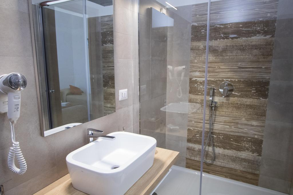 bagno-tripla-superior-avola-pantanello-rooms