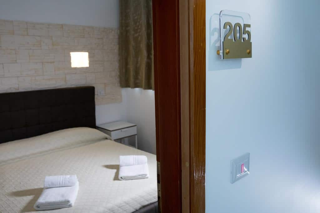 matrimoniale-economy-particolare-avola-pantanello-rooms